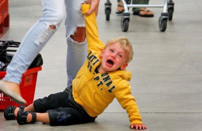 Погана поведінка дітей в суспільних місцях - що робити?