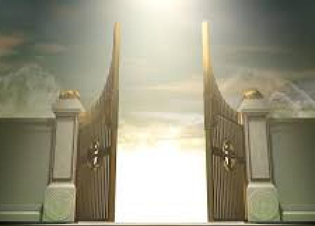 Жінка біля небесної брами