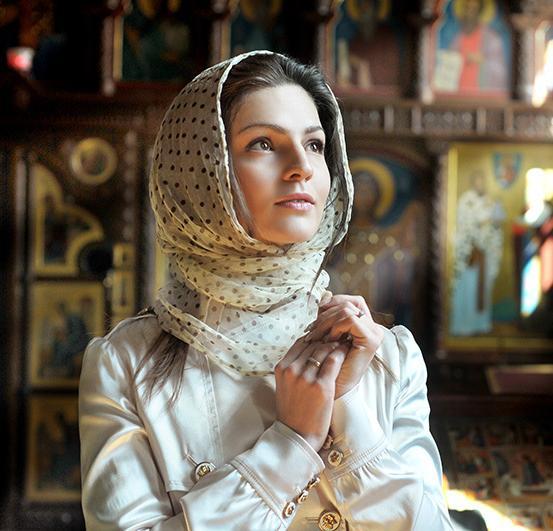 Чи йти до храму жінці з покритою головою?
