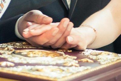 «Союз, а не злиття». 7 порад священика, як зберегти щастя в родині