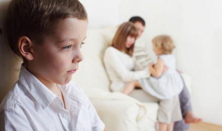 Поступаючись маленьким, або як з'являється травма старшої дитини