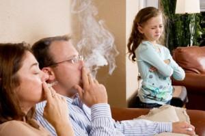 Як уберегти дитину від куріння, якщо батьки палять?