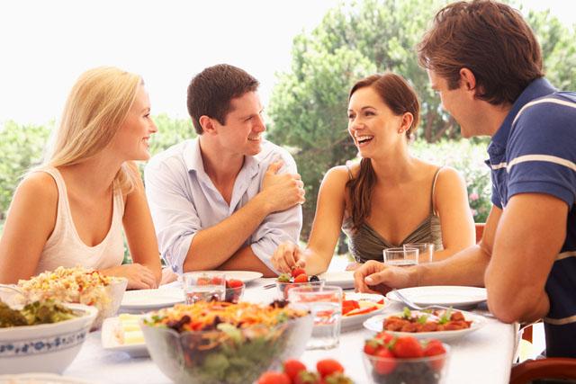 Друзі сім'ї. Хто потрібний більше – сім'я чи друзі?