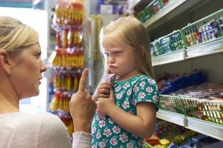 Важливо, щоб батьки навчили дитину керувати своїм «я хочу», рахуватися з іншими, приймати певні правила