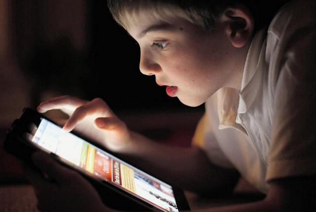 Чи небезпечним для дитини є смартфон?